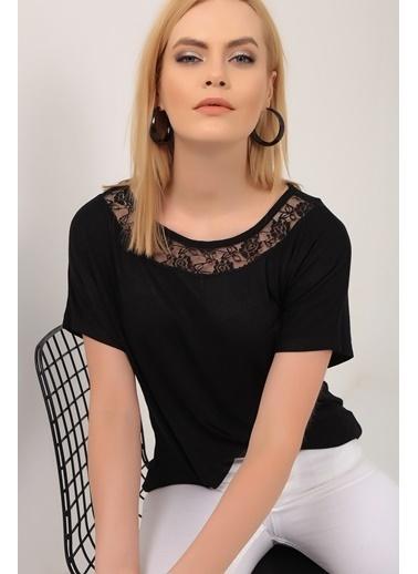Emjey Yakası Çiçek Dantelli T-Shirt Siyah